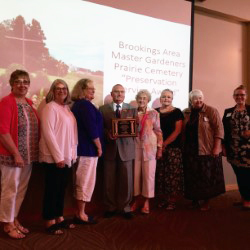 Brookings Area Master Gardeners and Mayor Corbett